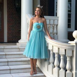Turquoise tea length dress, size S, $40.